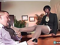 Ebony Lady Uses Her Provocative Feet