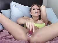Hot fitness MILF plays with pussy after workouts