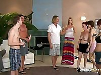 Swingers expose their luscious bodies.